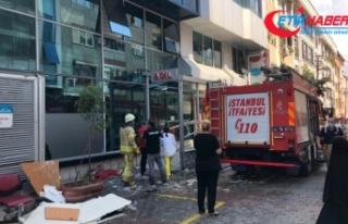 Gaziosmanpaşa'da hastanenin asma tavanı çöktü:...