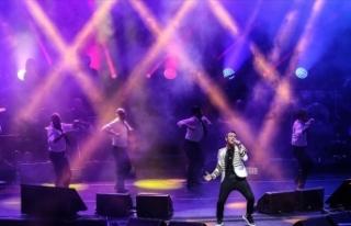 Harbiye Açıkhava'da ünlü şarkıcılar müzikseverlerle...