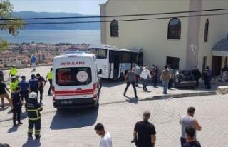 Kocaeli'de jandarma personelini taşıyan midibüs...