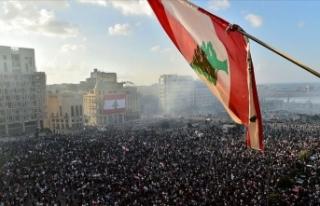 Lübnan'da hükümetin istifası protestocular...