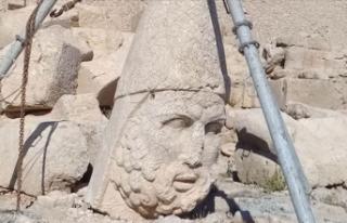 Nemrut Dağı'ndaki 2 bin 60 yıllık heykel...