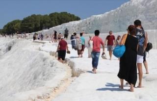 Pamukkale'yi bayramda 20 bin kişi ziyaret etti