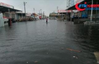 Samsun'da şiddetli yağış su baskınlarına...