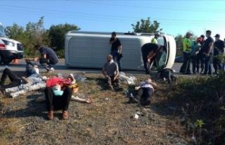 Samsun'da servis minibüsü devrildi: 16 yaralı
