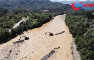Yağlıdere'de köylere ulaşılmaya çalışılıyor