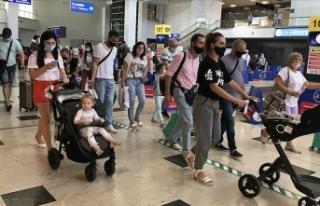 Antalya'ya gelen yabancı turist sayısı 2 milyona...
