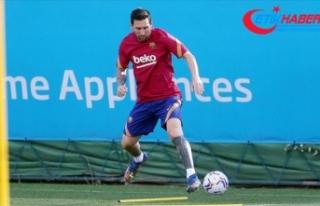 Barcelona'da kalan Lionel Messi ilk antrenmanına...