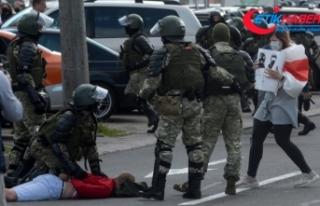 Belarus'taki şiddetli protestolarda gözaltı sayısı...