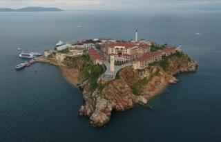 Demokrasi ve Özgürlükler Adası'ndaki ilk...