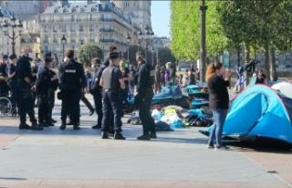 Fransız polisi, çadır kuran göçmen evsizlere...
