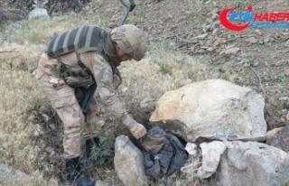 Hakkari'de PKK'lı teröristlere ait patlayıcı...