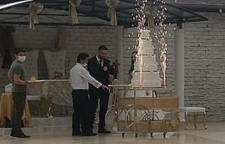 Karantinada olması gerekirken düğün salonunda...