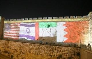 Kudüs surları ABD, İsrail, BAE ve Bahreyn bayrakları...
