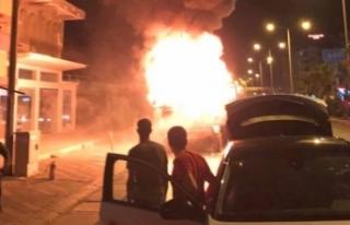 Mersin'de seyir halindeki kamyon alev alev yandı