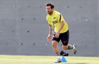 Messi, Barcelona'da kalma kararını kulüp yönetimini...