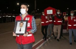 Suriye'de şehit olan Türk Kızılay personelinin...