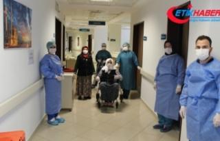 110 yaşında korona virüsü yenen Hamide Nine alkışlarla...
