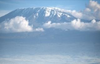 Afrika'nın en yüksek dağındaki yangında...
