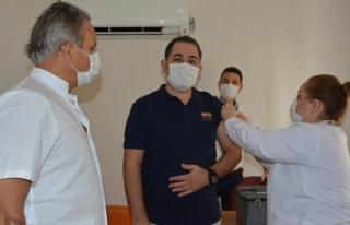 Çin'den getirilen Covid-19 aşısı İzmir'de...