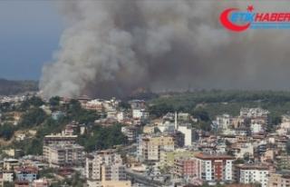 Hatay'daki orman yangını kontrol altına alınmaya...
