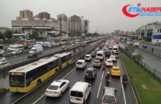 İstanbul yavaşladı, trafikte zaman kaybı aylık...