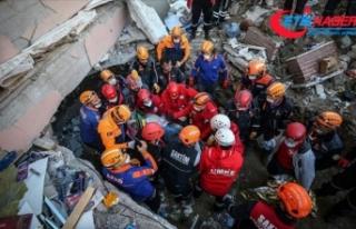 İzmir'deki depremde çöken Yılmaz Erbek Apartmanı...
