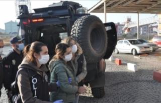 Kars merkezli operasyonda HDP'li belediye yöneticilerinin...