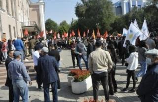 Kırgızistan'da barajı geçemeyen partilerin...