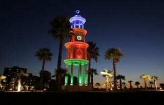 Manisa'daki saat kulesi Azerbaycan bayrağının...