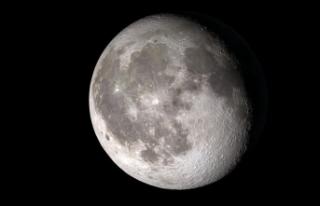 NASA, Ay'ın güneşli yüzeyinde su keşfettiğini...