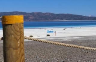 Salda Gölü'nün Beyaz Adalar bölgesinde göle...