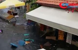 Seferihisar'da cadde ve sokaklar su altında...