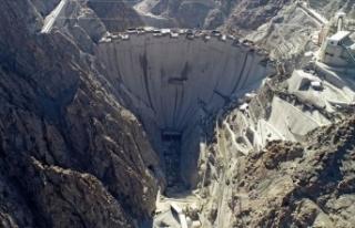 Türkiye'nin en yüksek barajında yüzde 87'lik...