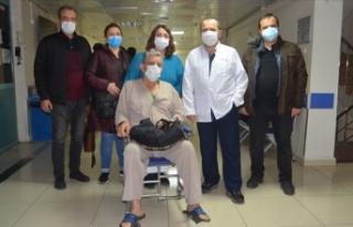 71 yaşında Kovid 19'u ve beyin felcini yendi