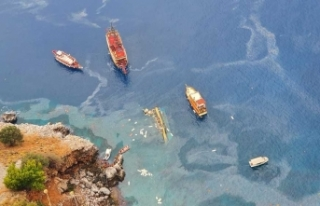 Alanya'da batan tur teknesinden 32 Rus turist kurtarıldı