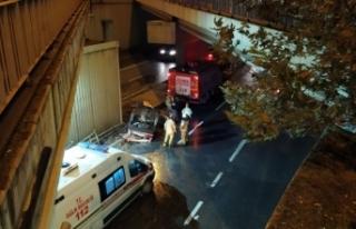 Avcılar'da otomobil köprüden uçtu: 1'i...