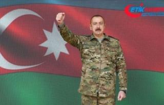 Azerbaycan Cumhurbaşkanı Aliyev cephe bölgesini...