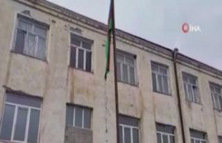 Azerbaycan ordusu Gülablı köyüne Azerbaycan bayrağı...