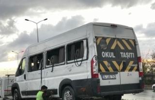 Başakşehir'de servis minibüsü devrildi: 14 yaralı