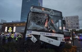 Başkentte iki otobüsün karıştığı trafik kazasında...