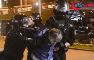Belarus'taki protestolarda 700'den fazla...