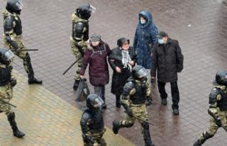 Belarus'taki protestolarda yaklaşık 250 kişi...