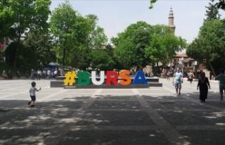 Bursa'da işlek cadde ve pazar yerlerinde sigara...