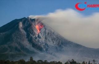 Endonezya'da Ili Lewotolok Yanardağı'nda...