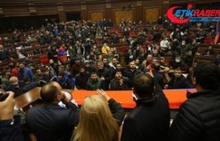 Ermenistan'da muhalif partiler Paşinyan karşıtı...