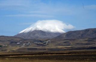 Erzurum ve Ağrı'nın yüksek kesimleri karla...