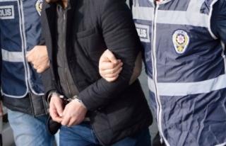 İzmir merkezli FETÖ operasyonunda gözaltına alınan...