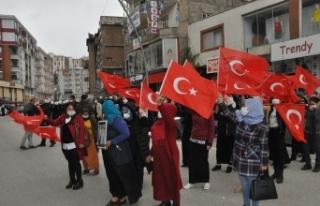 HDP'li vekil ve partililer ailelerin basın açıklamasını...