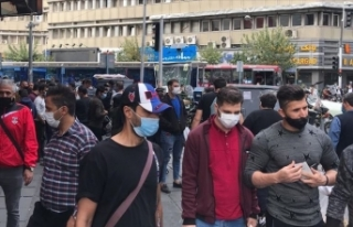 İran'da son 24 saatte 461 kişi Kovid-19'dan...