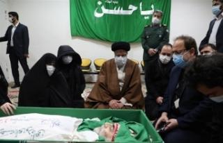 İranlı nükleer fizikçinin Fahrizade'nin cenazesi...